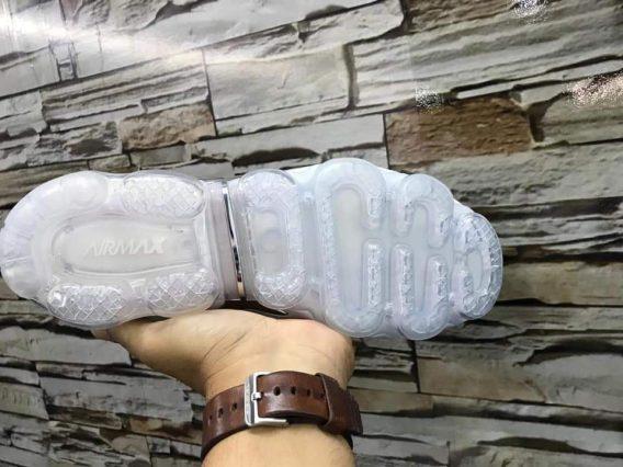 FB IMG 1541075083904 568x426 - Tênis Nike Vapor Max Plus Vm Preto