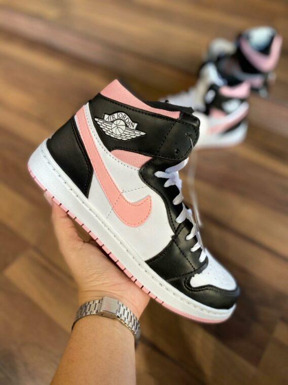Tênis Botinha Nike Air Jordan Estilosa Confortável Preto e Branco com Creme 568x759 - Tênis Nike Air Jordan